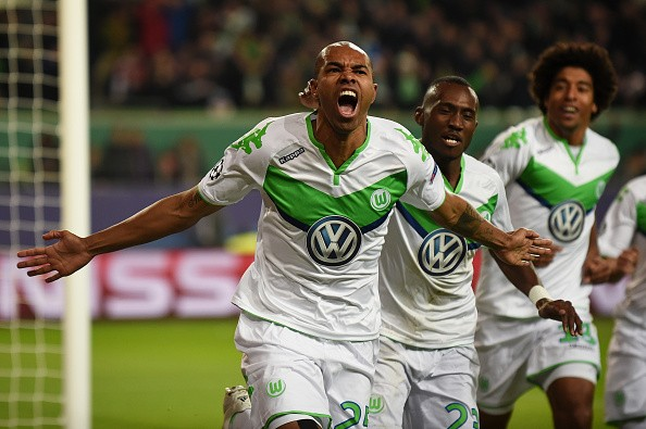 Naldo tỏa sáng với 1 cú đúp để đưa Wolfsburg vào vòng trong