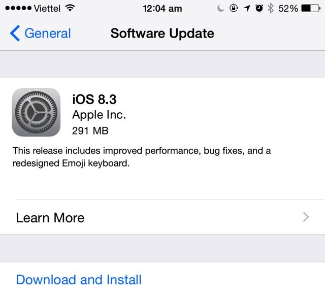 Người dùng nhấn vào Download and Install để cài đặt phiên bản iOS mới
