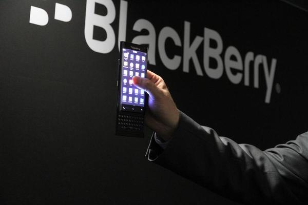 BlackBerry Keian với màn hình cảm ứng lớn và bàn phím dạng trượt