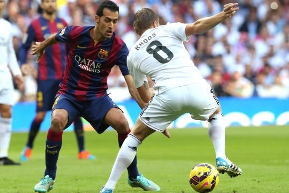 Sergio Busquet và Toni Kroos đều đang phát triển hơn cả về khả năng tấn công và hỗ trợ phòng ngự.