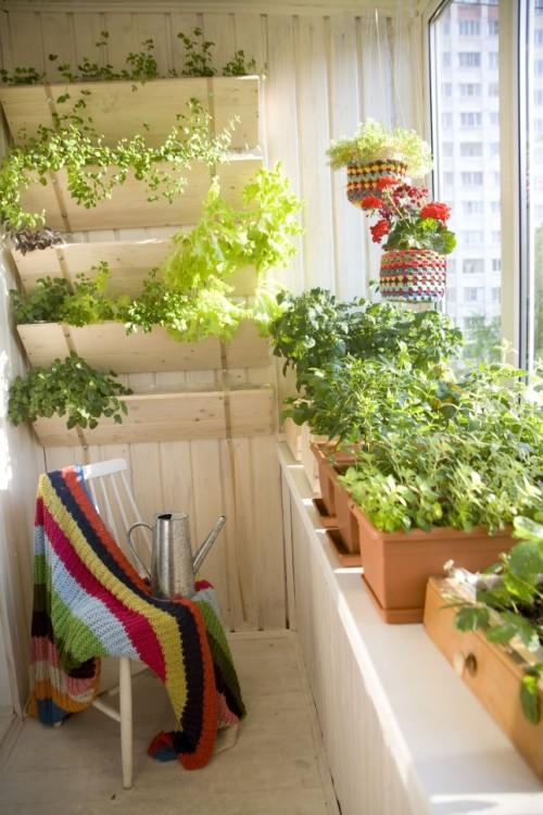 Bạn sẽ thấy thích thú khi ngồi may vá, đan lát ở nơi này.