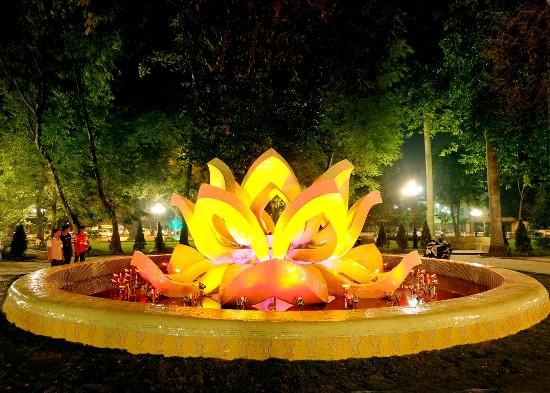 Đài phun nước Bông Sen Vàng tại vườn hoa Mai Xuân Thưởng. (Ảnh: Báo Tin tức)
