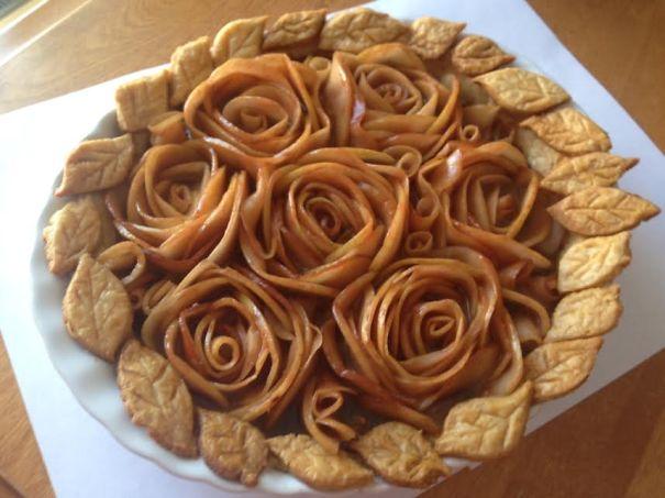 Bánh hình hoa hồng điệu đà.