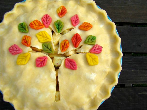 Bánh có hình cây rực rỡ.