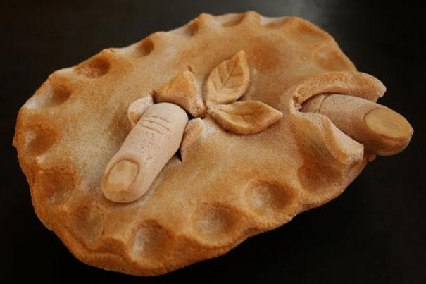 Bánh làm bạn thót tim nhân dịp ngày Cá tháng Tư.