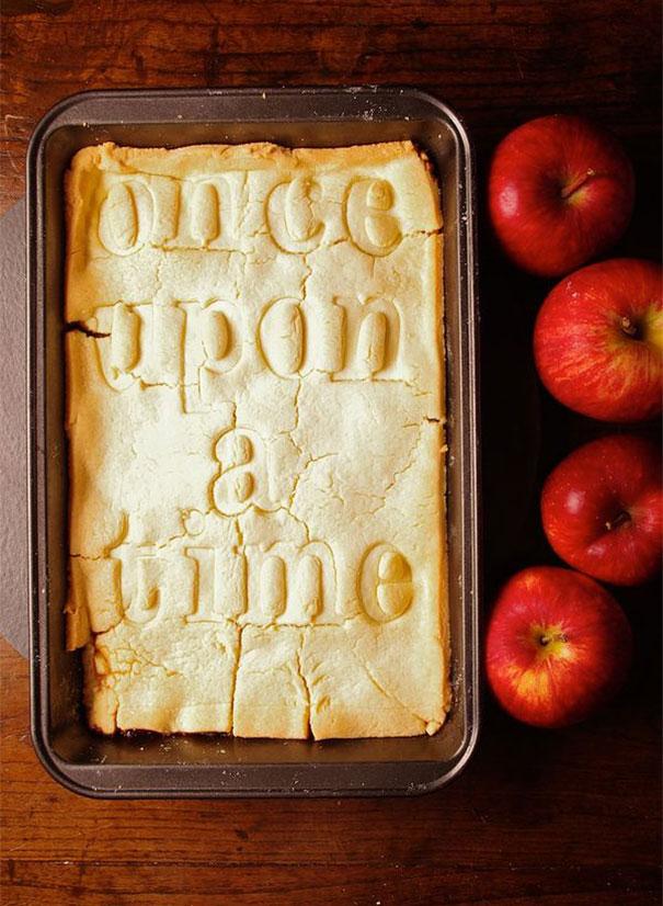 Bánh hình chữ đơn giản nhưng hút mắt.