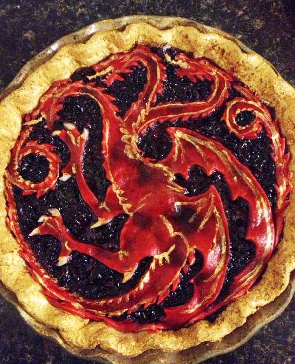 Biểu tượng hình rồng cực chất trên bánh handmade.