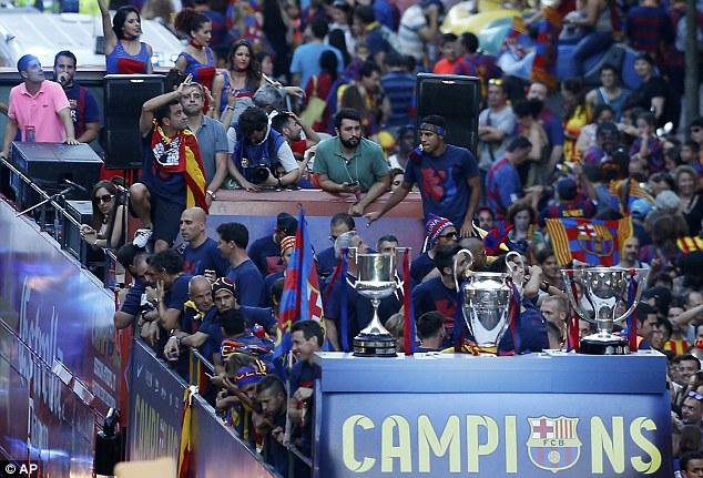 Ba chiếc cúp danh giá nhất trong mùa giải đều đã thuộc về Barca.