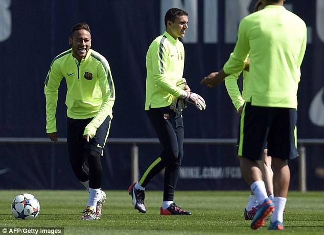 Không ghi bàn trận lượt đi, Neymar (trái) sẽ tỏa sáng ở Nou Camp rạng sáng mai?