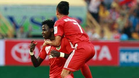 Abass ăn mừng bàn thắng đầu tiên cho B.BD (Ảnh: Báo Bóng đá)