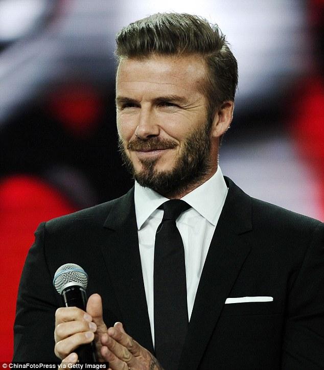 Beckham trên sân khấu của sự kiện hãng Jaguar ở Thượng Hải.