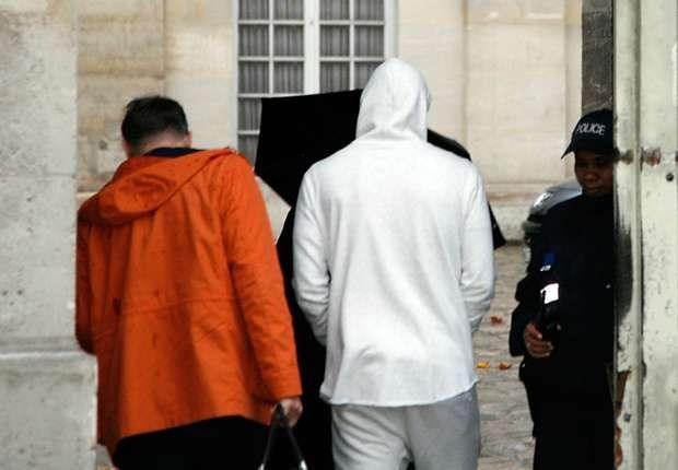 Benzema bị cảnh sát tạm giam tại Paris