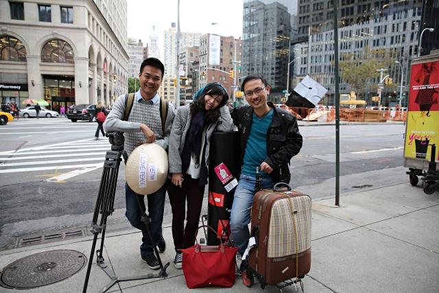 Ekip Ngày trở về ghi hình tại New York (Mỹ): quay phim Quang Toàn và 2 biên tập viên Thuỳ Dương và Hoàng Linh