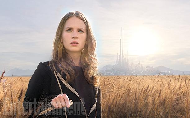 Người đẹp tóc vàng Britt Robertson trong vai cô bé Casey.