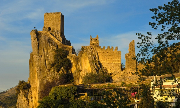 Lâu đài La Iruela ở Sierra de Cazorla, công viên tự nhiên Segura y las Villas. Nguồn: Jose A Moreno/UIG via Getty Images