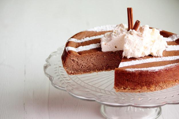Bánh bí đỏ làm từ pho mát và cà phê Latte cũng sẽ tạo ra hương vị khiến bạn mê mẩn.