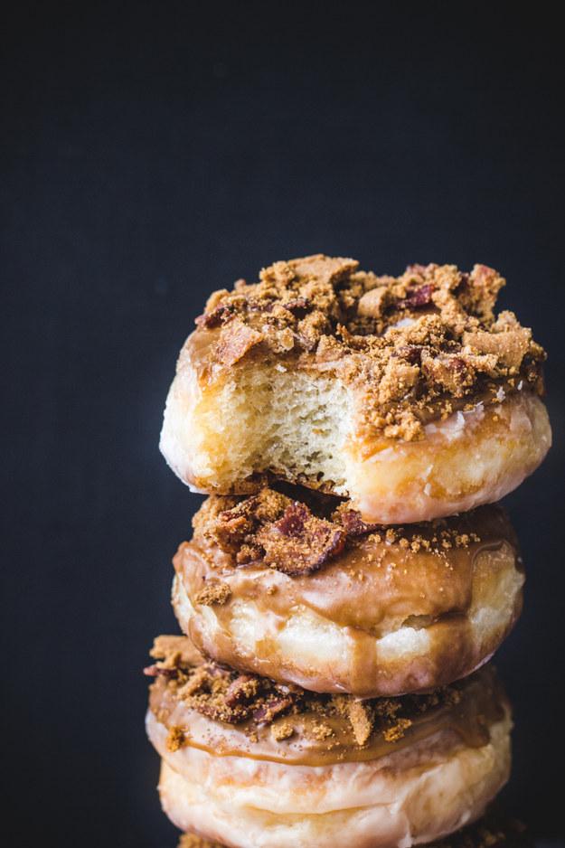 Nếu yêu thích hương vị cà phê, bạn không nên bỏ qua cả món bánh vòng (doughnuts) phủ cà phê.