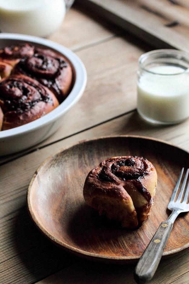 Bên cạnh đó, bạn có thể làm cả món bánh cuộn với nguyên liệu là cà phê.