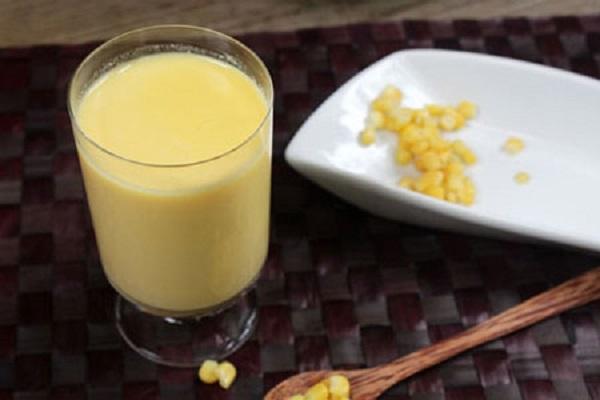 Sữa ngô với vị ngọt dịu sẽ đem lại cảm giác ấm áp cho những ngày mữa. (Ảnh: vuilambep.com).