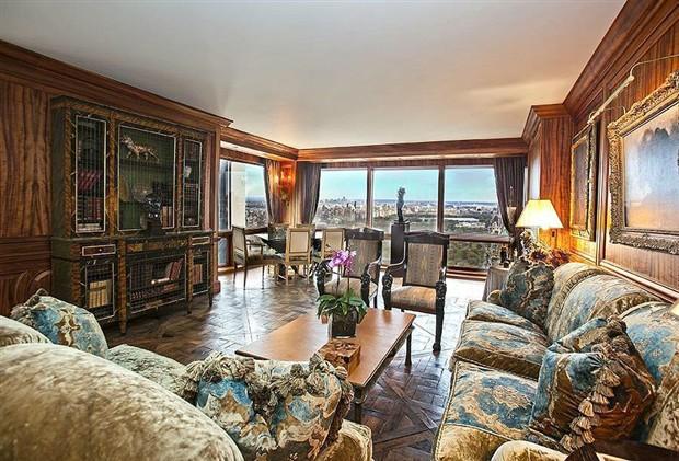 Phòng khách rộng và có view rất đẹp.