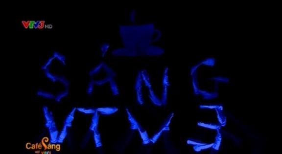 Hình ảnh Café sáng được đan từ những bàn tay của sinh viên trường Đại học Ngoại Ngữ Hà Nội.