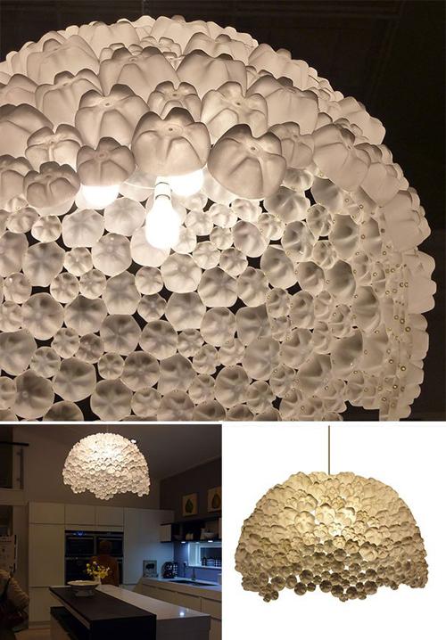 Đèn chùm độc đáo làm từ nhiều vỏ chai xâu lại.