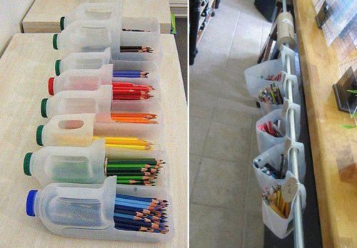 Vỏ chai nhựa cắt bớt thành giá để bút độc đáo.