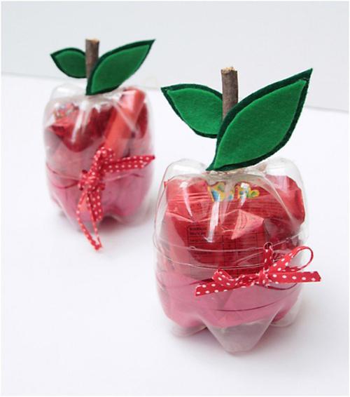Hộp đựng đồ bắt mắt hình quả táo, cũng được làm từ vỏ chai.
