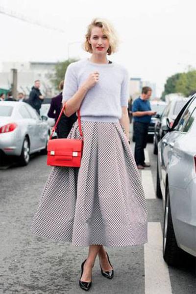 Sử dụng tông màu pastel trang nhã cho trang phục.