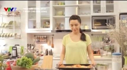 Đào Chi Anh đảm nhiệm vai trò dẫn dắt 7 phút cho bữa sáng và hướng dẫn khán giả làm bữa sáng.