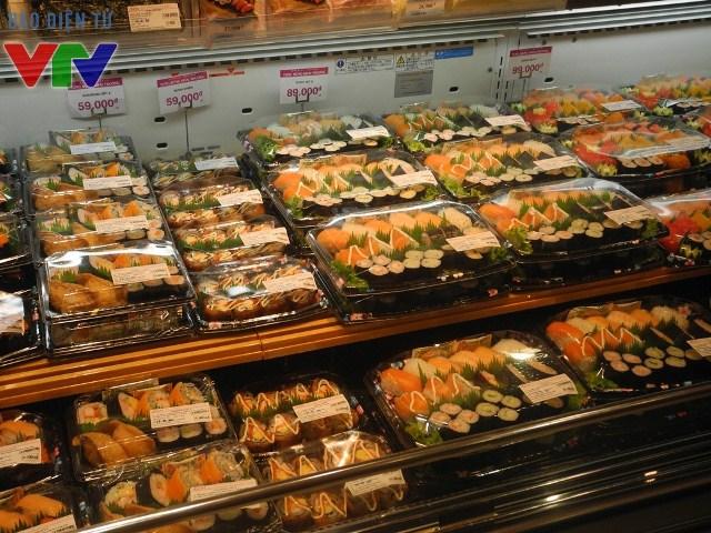 Sushi tươi ngon với giá cả hấp dẫn đã tạo nên cơn sốt ẩm thực được nhiều người yêu thích tại AEON Mall Long Biên