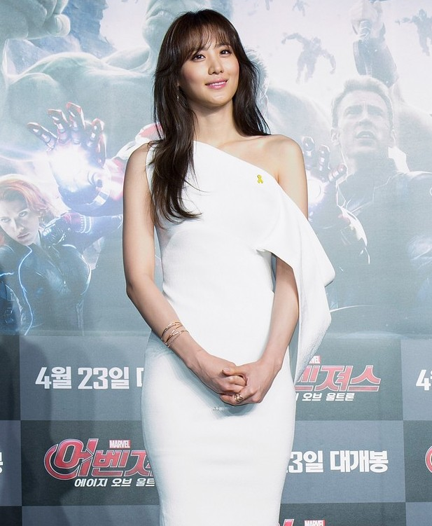 Nữ diễn viên Hàn Quốc Kim Soo-Hyun, còn gọi là Claudia Kim, trong vai Dr.Cho