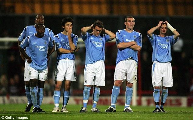 Man City chỉ là đội bóng làng nhàng ở EPL cách đây 10 năm.