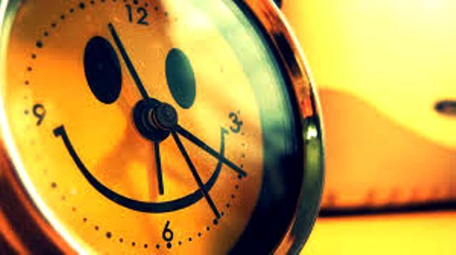 Đặt chuông báo thức cho ai đó vào lúc… nửa đêm.