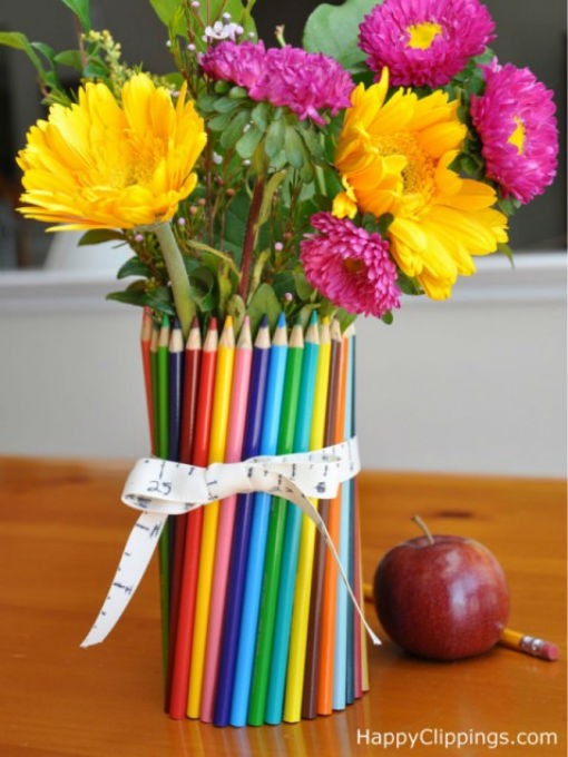 Lọ hoa độc nhất vô nhị làm từ bút chì màu