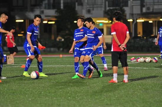 Sau khi ổn định nơi ăn ở, HLV Miura đã yêu cầu buổi tập đột xuất vào tối 25/5 trước khi ĐT U23 Việt Nam tập luyện buổi đầu tiên theo lịch vào chiều 26/5.