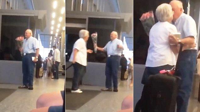 """Cụ ông ôm hoa đón vợ ở sân bay """"gây bão"""" vì độ lãng mạn. (Ảnh: Dailymail)"""