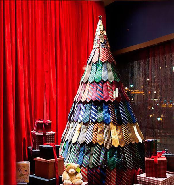 Cây thông Noel lạ mắt từ những chiếc cà vạt