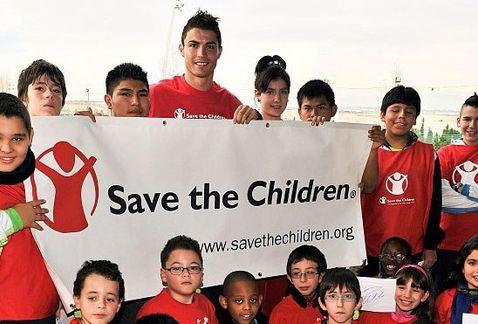 Cris Ronaldo đang làm đại sứ toàn cầu cho  tổ chức Save The Children