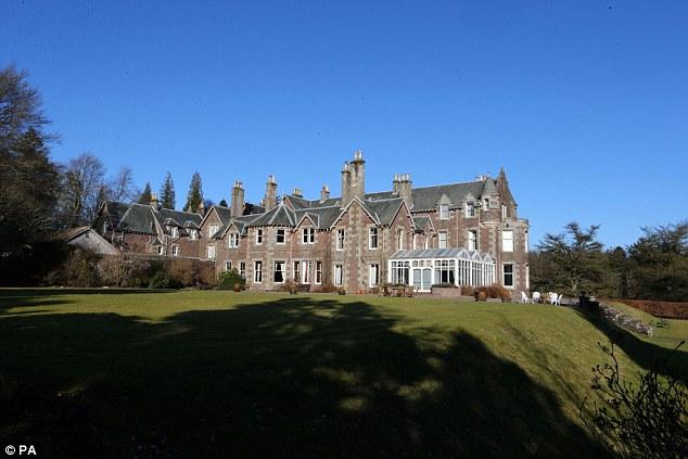 Cromlix House Hotel sẽ là nơi tổ chức lễ cưới của Murray và KIm Sears.