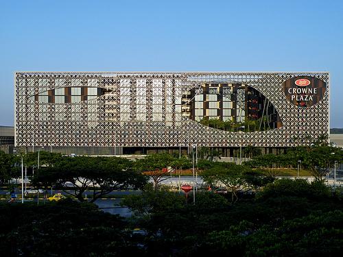 Crowne Plaza Changi Airport Hotel giành danh hiệu Khách sạn sân bay tốt nhất thế giới năm 2015.