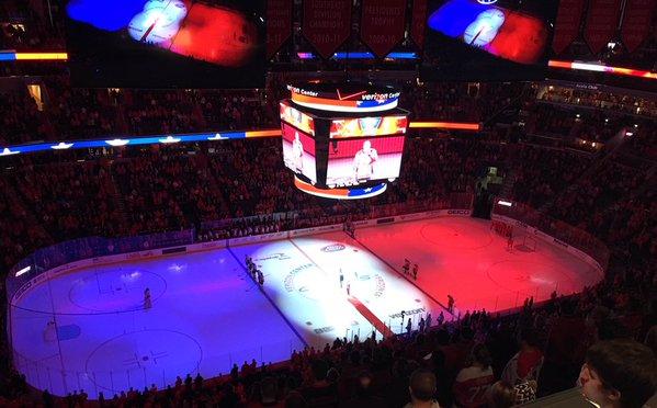 Hình ảnh lá quốc kỳ Pháp cũng xuất hiện đậm nét trong trận đấu giữa Predators và Jets