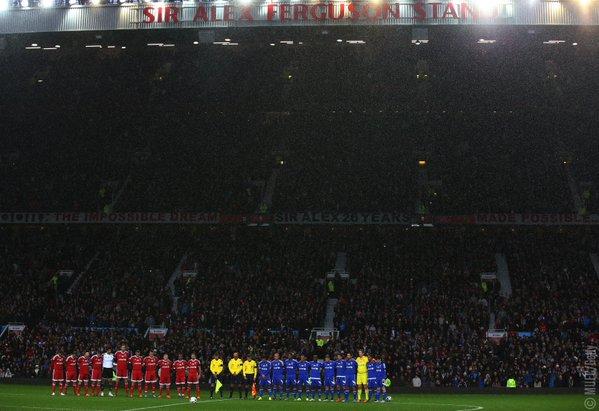 Beckham, Scholes, Giggs, Figo, Ronaldinho và các ngôi sao bóng đá dành 1 phút tưởng niệm cho các nạn nhân xấu số trong vụ khủng bố tại Paris
