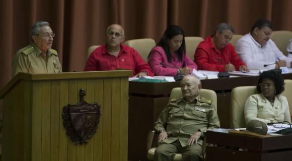 Chủ tịch Cuba Raul Castro phát biểu trước Quốc hội phiên cuối năm. (Ảnh: Ismael Francisco/cubadebate.cu)