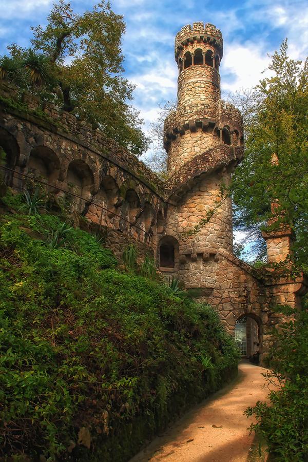 Cung điện đẹp như những tòa lâu đài thường được mô tả trong các truyện cổ tích, thần thoại.
