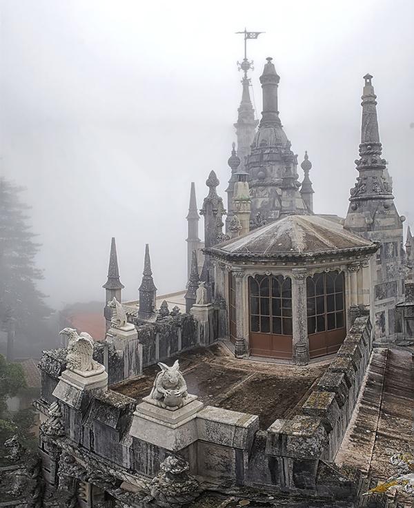 Hình ảnh những linh thú đặc trưng trong kiến trúc Gothic, Phục hưng và Manueline.