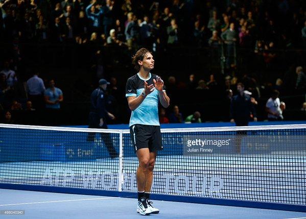 Nadal đã phải gác vợt trước Djokovic chỉ sau 2 set