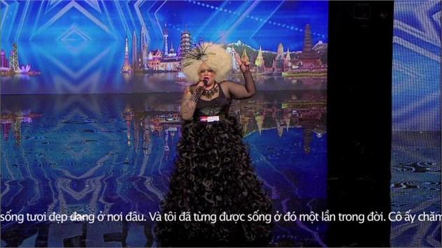 Giọng hát của Fathin Amira (23 tuổi) đến từ Singapore đã chinh phục cả 4 giám khảo