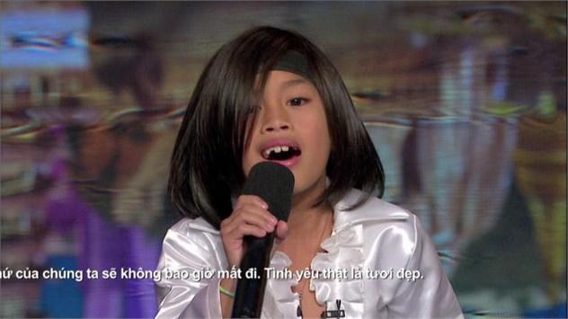 """Cậu bé Angelico """"Echo"""" Claridad (9 tuổi) người Philippines đã nhận được 4 sự đồng ý với giọng hát đặc biệt của mình"""