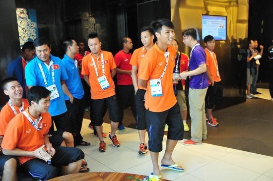 Công Phượng và các đồng đội tỏ ra rất hào hứng với nơi ăn nghỉ tại Singapore.